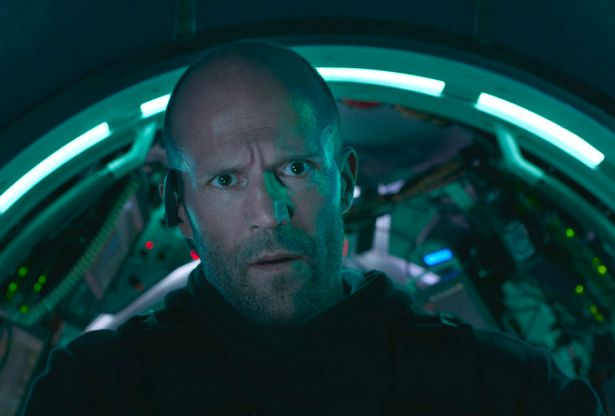 Shark - Il primo squalo: Jason Statham in una scena del film