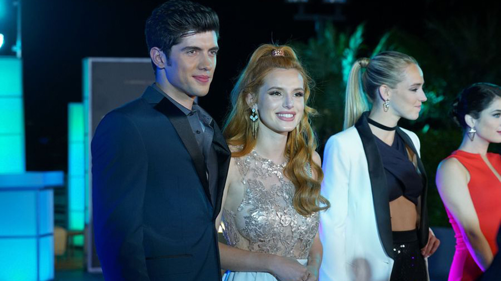 Famous in love: Carter Jenkins e Bella Thorne in una foto della serie