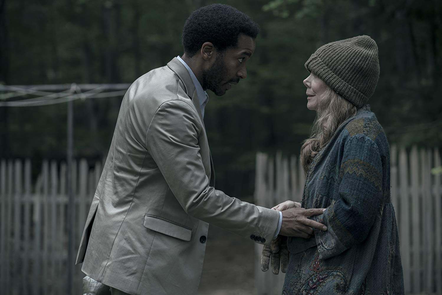 Castle Rock: Sissy Spacek e Andre Holland in una scena della prima stagione