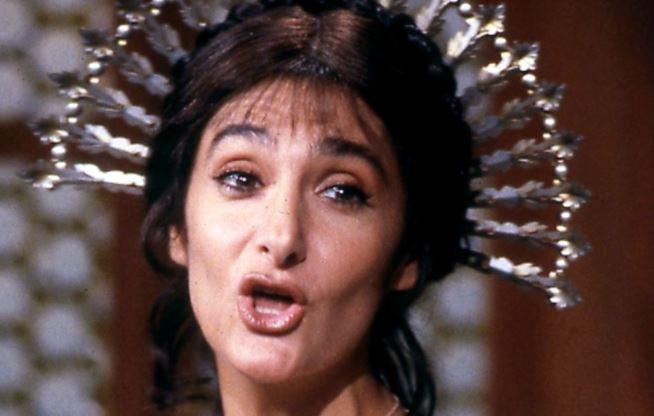 Anna Marchesini è Lucia Mondella nei Promessi Sposi