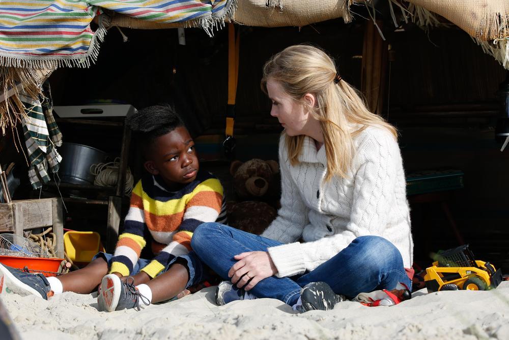 Come ho incontrato mio padre: Owen Kanga e Isabelle Carré in una scena del film