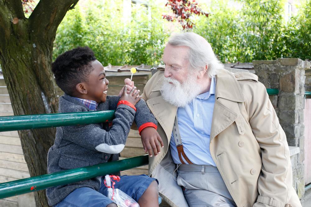 Come ho incontrato mio padre: Owen Kanga e Albert Delpy in una scena del film