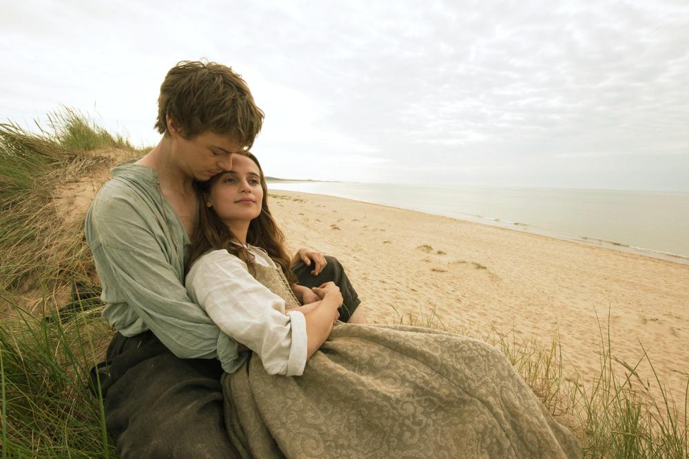 La ragazza dei tulipani: Alicia Vikander e Dane DeHaan in una scena del film