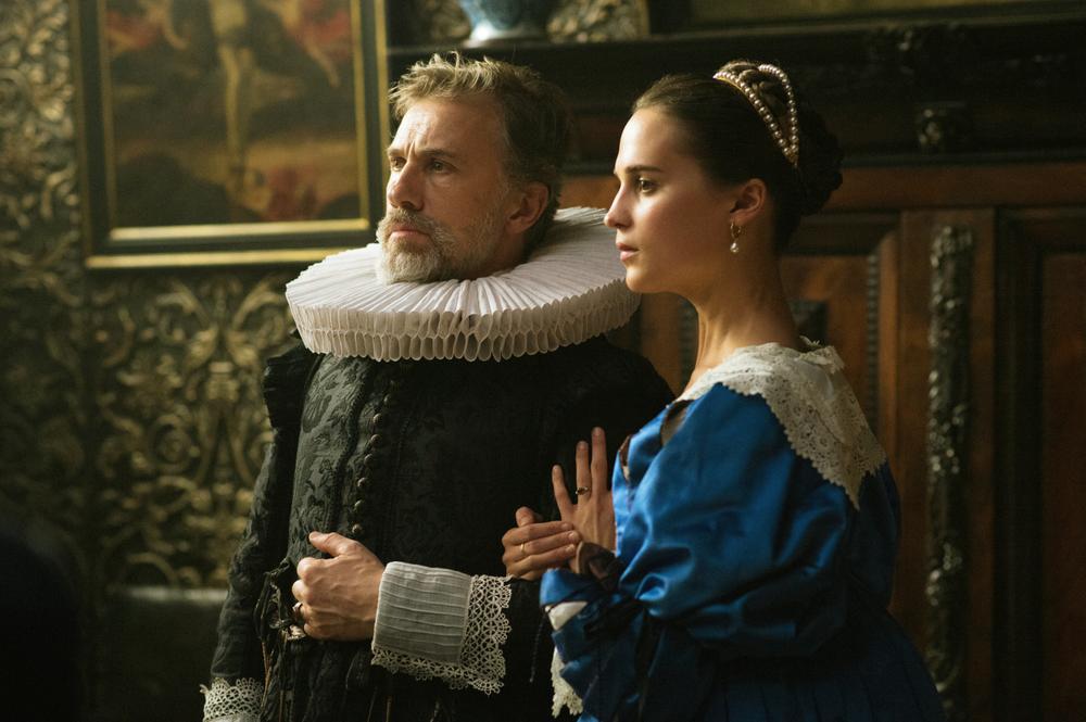 La ragazza dei tulipani: Alicia Vikander e Christoph Waltz in una scena del film