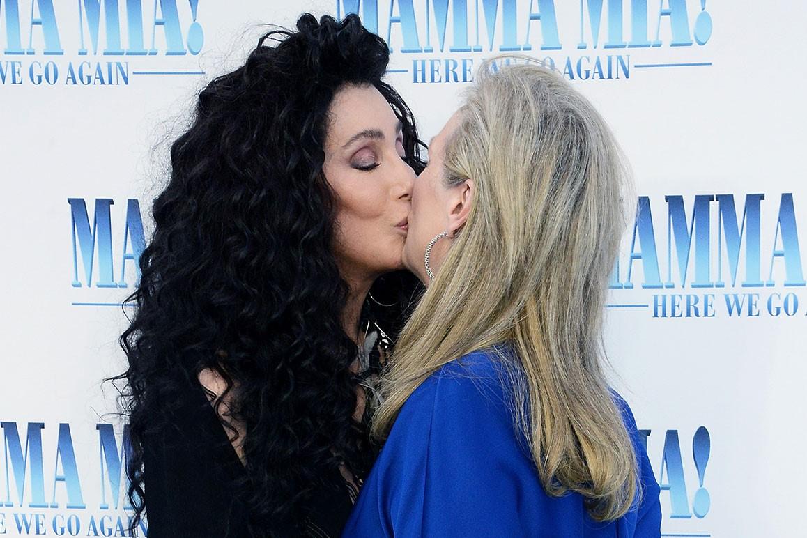 Cher e Meryl Streep in un'immagine promozionale