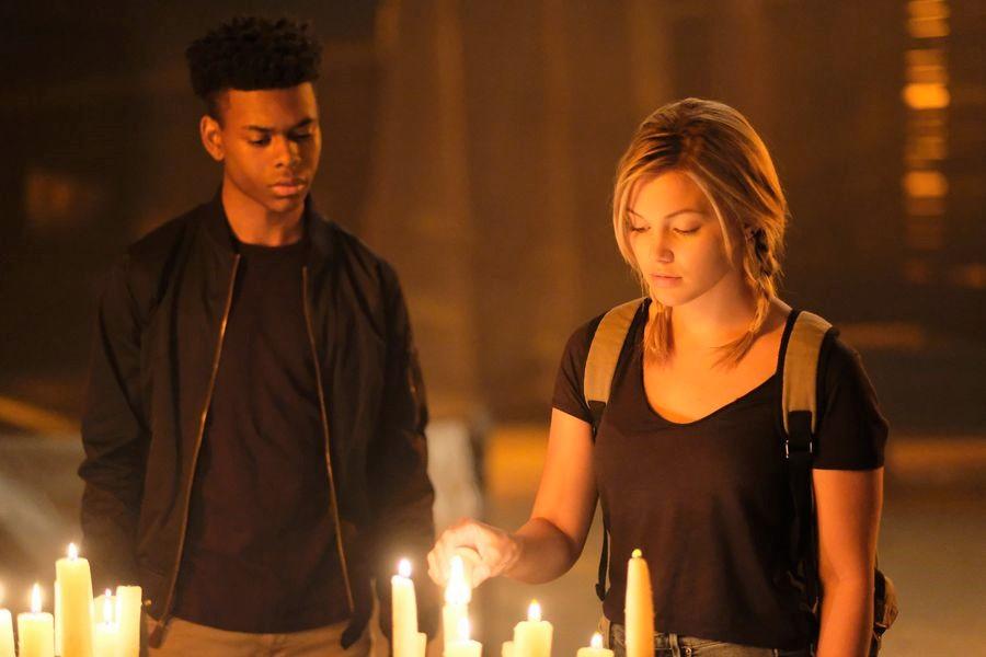 Cloak and Dagger: Aubrey Joseph con Olivia Holt durante una scena