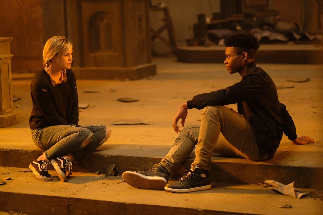 Cloak and Dagger: Olivia Holt con Aubrey Joseph in una sequenza della serie
