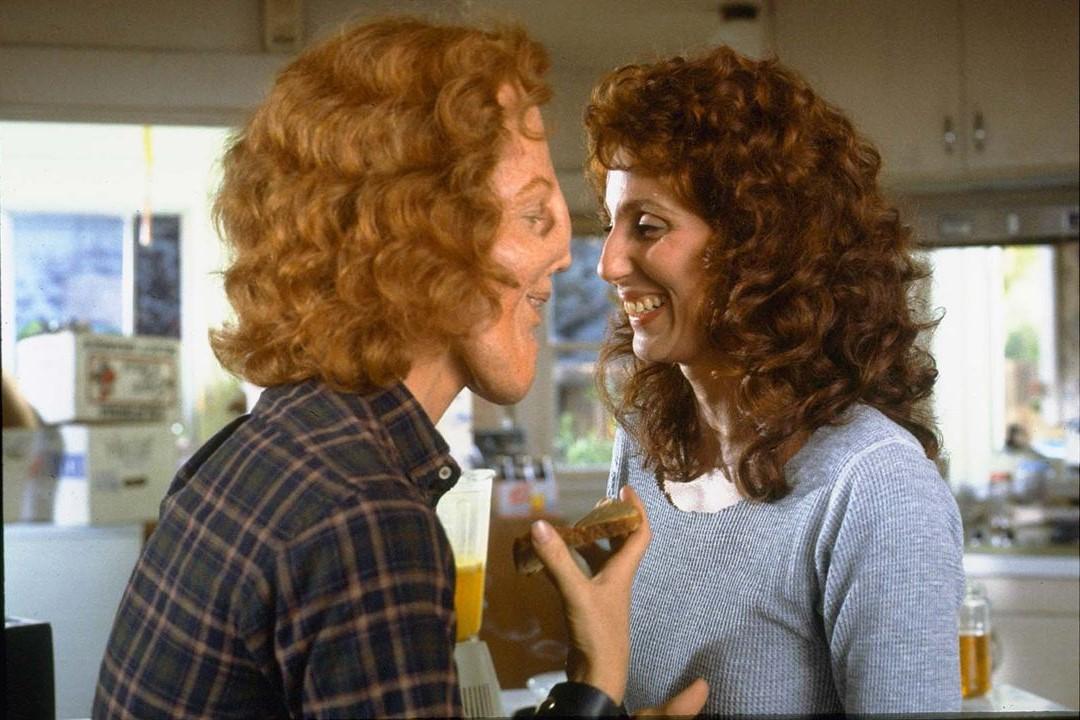 Dietro la maschera: una scena del film con Cher