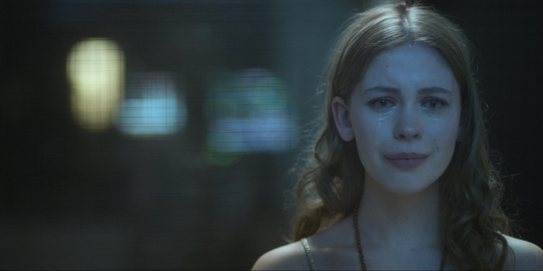 The Innocents: Sorcha Groundsell  in una scena della serie