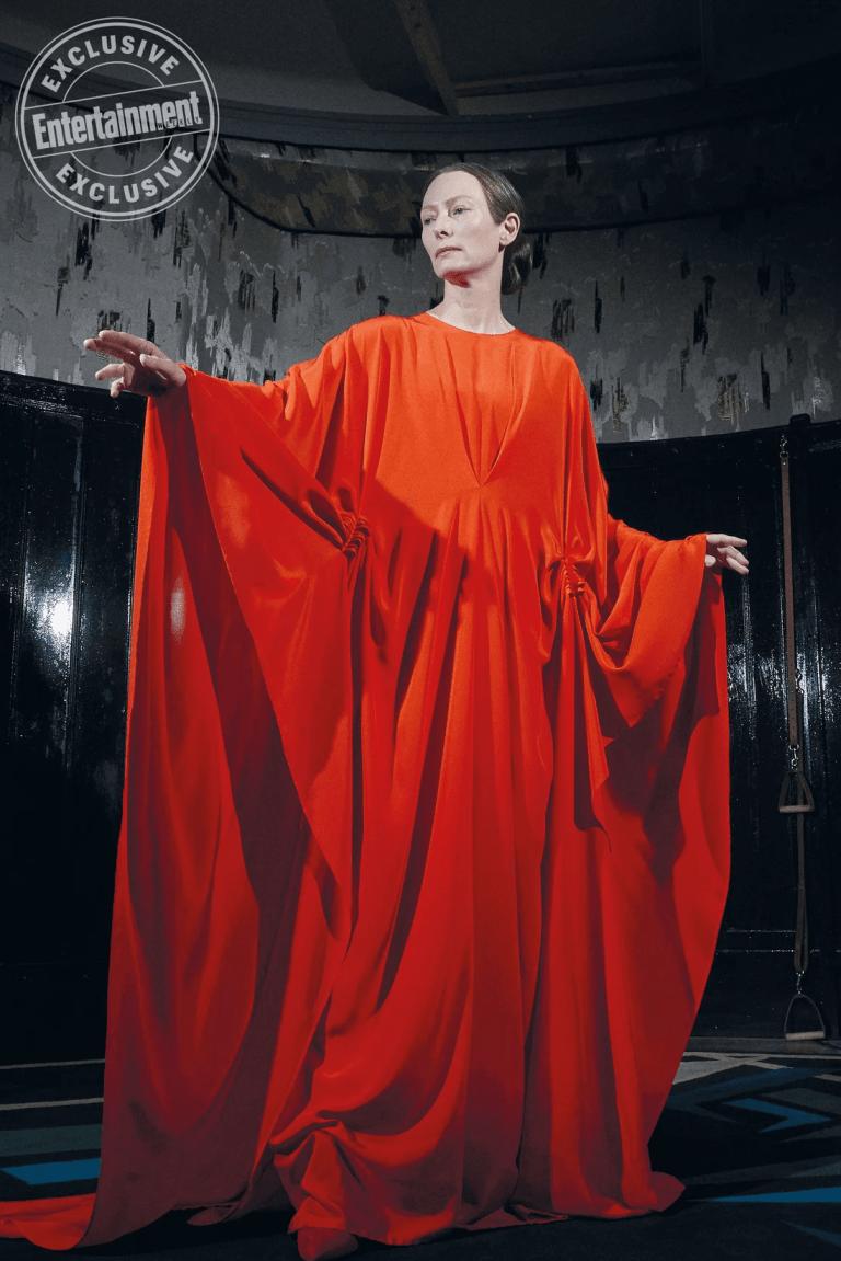Suspiria: una nuova foto di Tilda Swinton