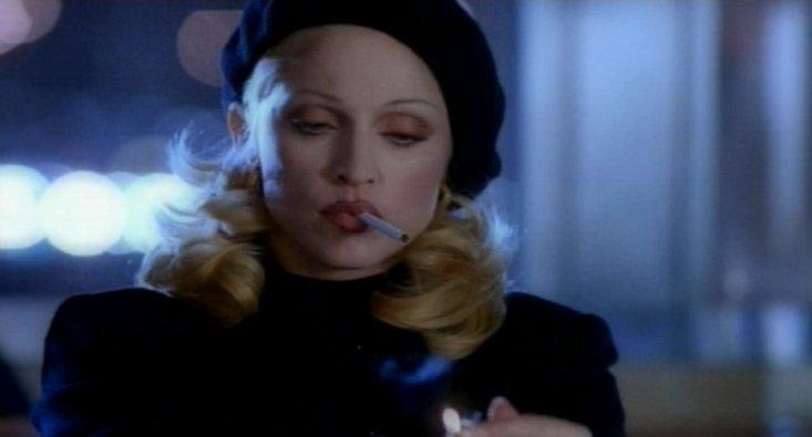 Madonna nel video di Bad Girl, diretto da David Fincher