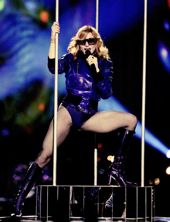 Madonna ai tempi di Hung Up durante una performance