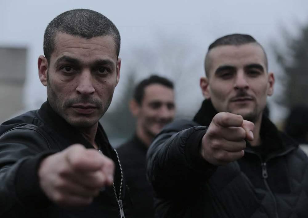 Close Enemies: Fianso e Adel Bencherif in una scena del film