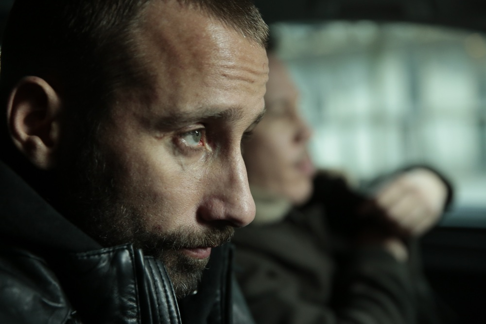 Close Enemies: Matthias Schoenaerts in un momento del film