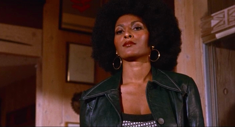 Foxy Brown: Pam Grier in una scena del film