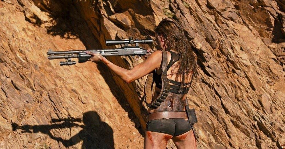 Revenge: Matilda Lutz nel deserto