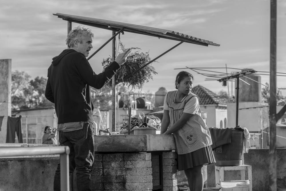 Roma: Alfonso Cuaron e Yalitza Aparicio in una scena del film