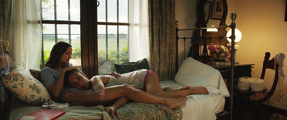 The Quietude: Martina Gusman e Berenice Bejo in una scena del film