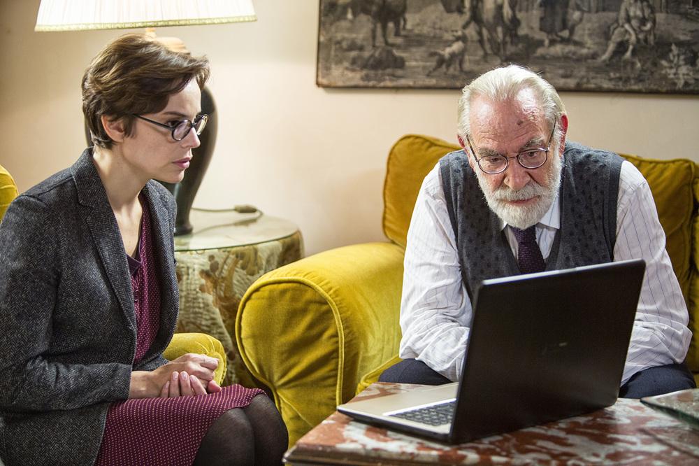 Una storia senza nome: Renato Carpentieri e Micaela Ramazzotti in un momento del film