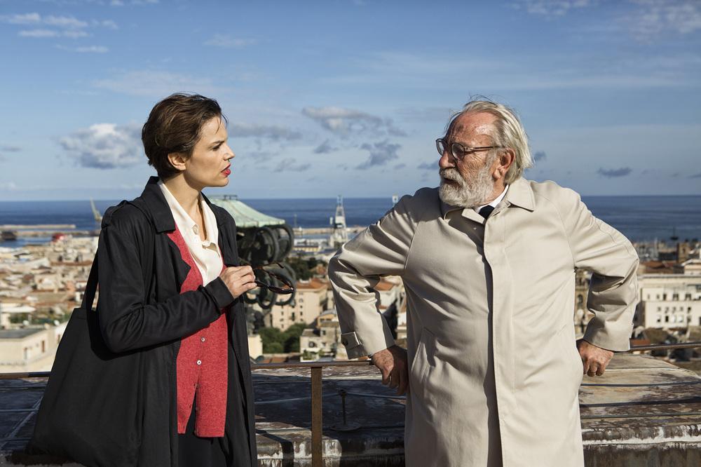 Una storia senza nome: Renato Carpentieri e Micaela Ramazzotti in una scena del film