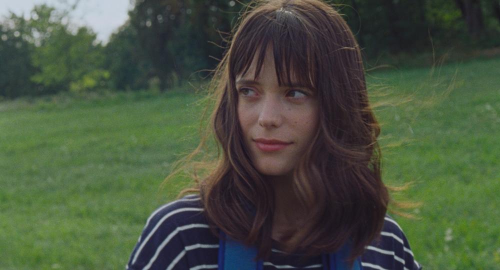 Amanda: Stacy Martin in una scena del film