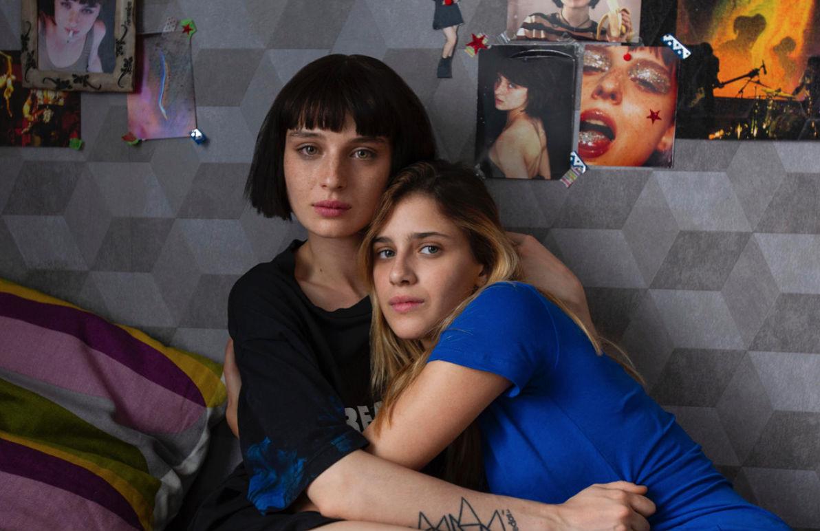 Baby: Benedetta Porcaroli e Alice Pagani in una scena della serie