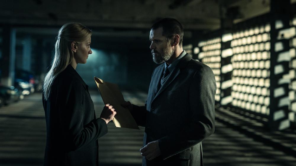 Dark Crimes: Jim Carrey ed Eleni Roussinou in una scena del film