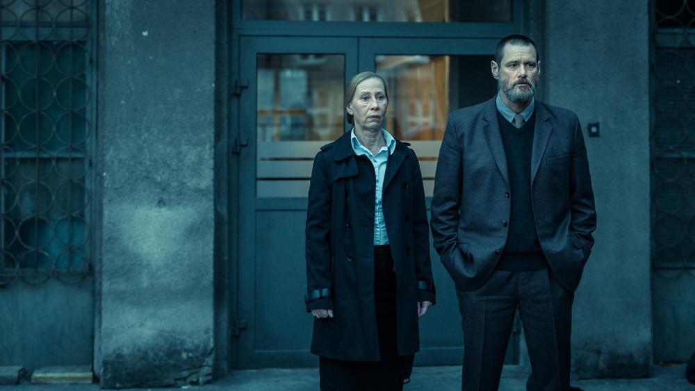 Dark Crimes: Jim Carrey e Kati Outinen in una scena del film