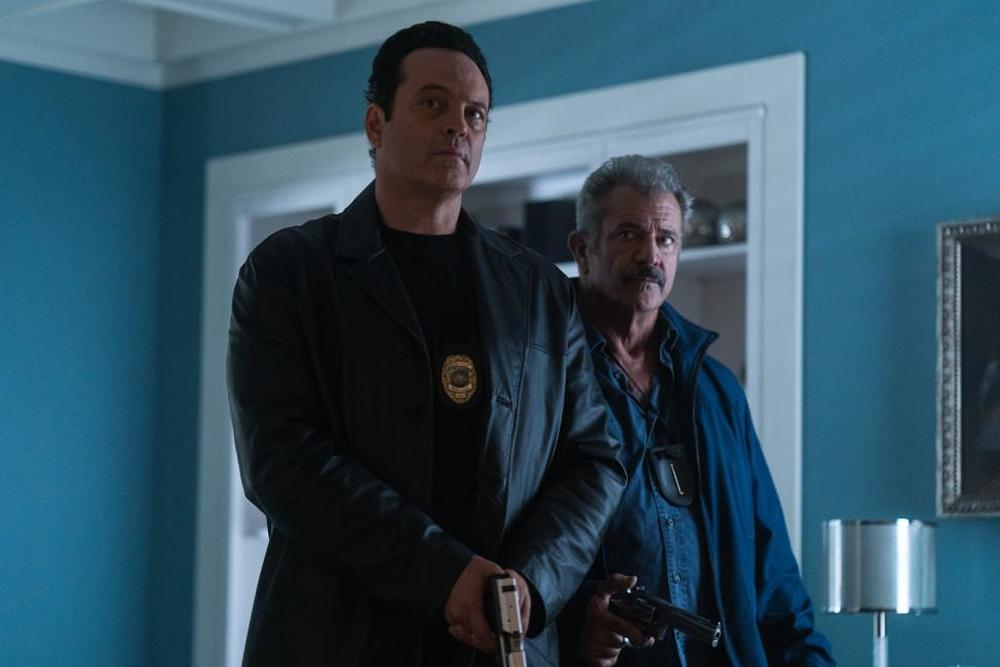 Dragged Across Concrete: Mel Gibson e Vince Vaughn in una scena del film
