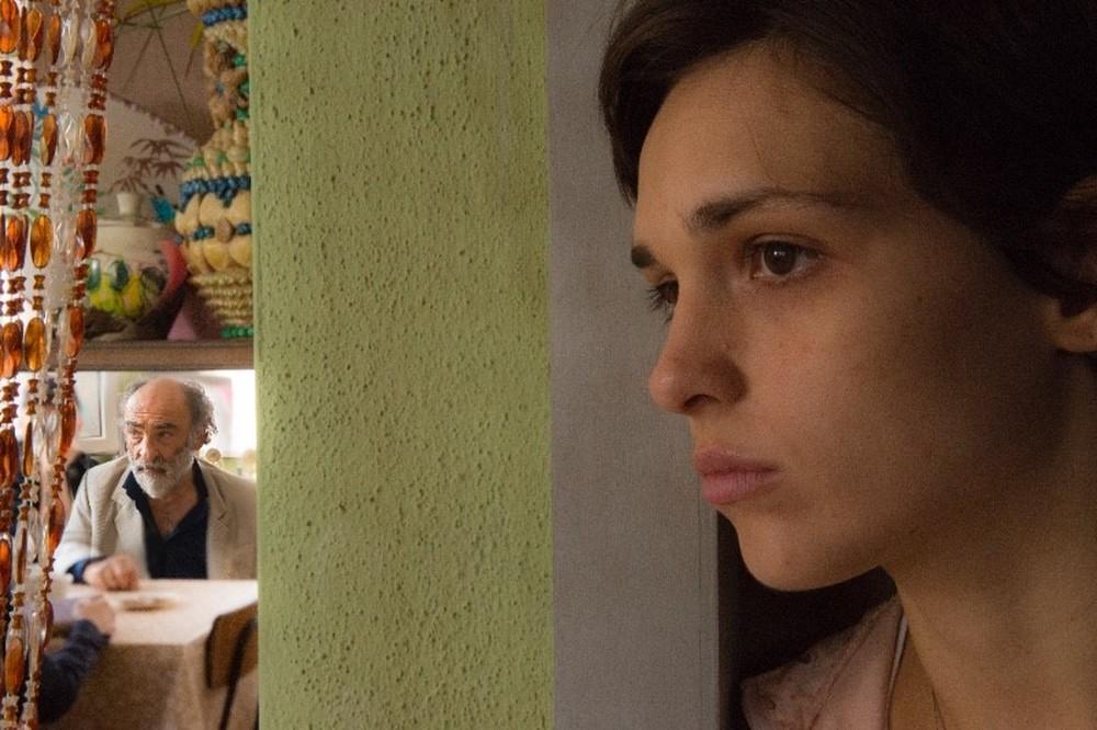 In viaggio con Adele: Sara Serraiocco e Alessandro Haber in una scena del film