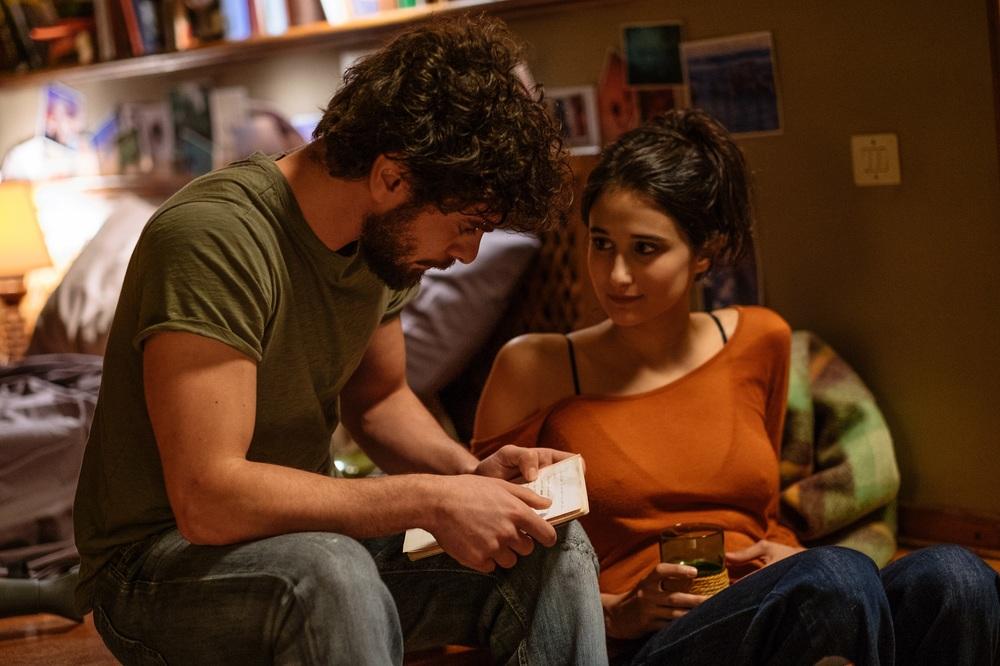 Ricordi?: Giovanni Anzaldo e Linda Caridi in un momento del film