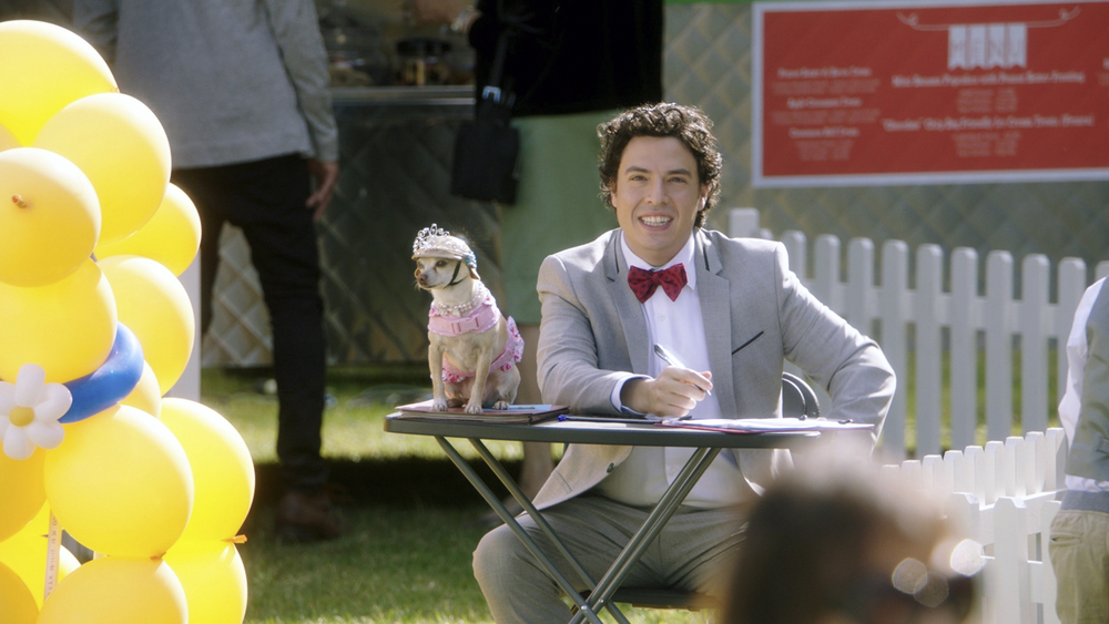 Dog Days: Jon Bass in una scena del film