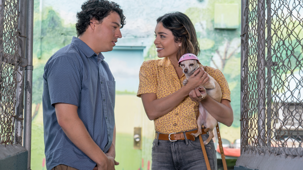Dog Days: Vanessa Hudgens e Jon Bass in una scena del film