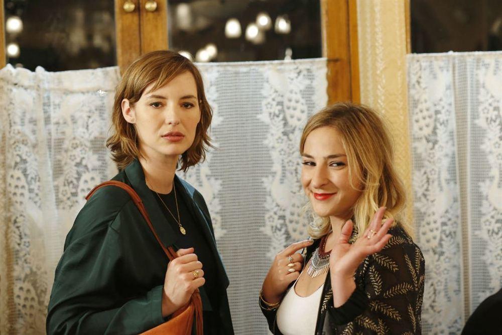 Separati ma non troppo: Louise Bourgoin e Marilou Berry in una scena del film