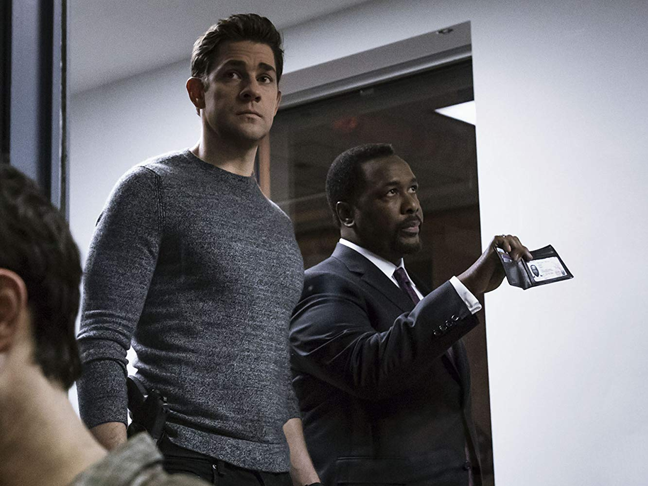 Tom Clancy's Jack Ryan: John Krasinski e Wendell Pierce in una scena