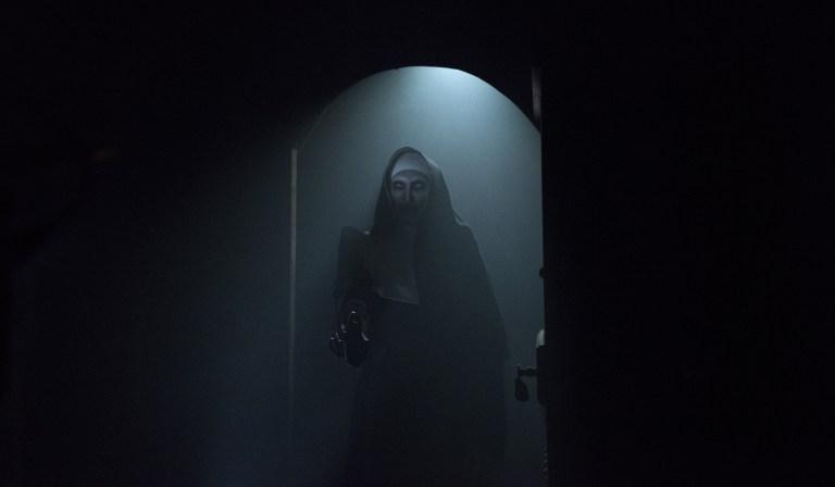 The Nun: una foto della suora demoniaca