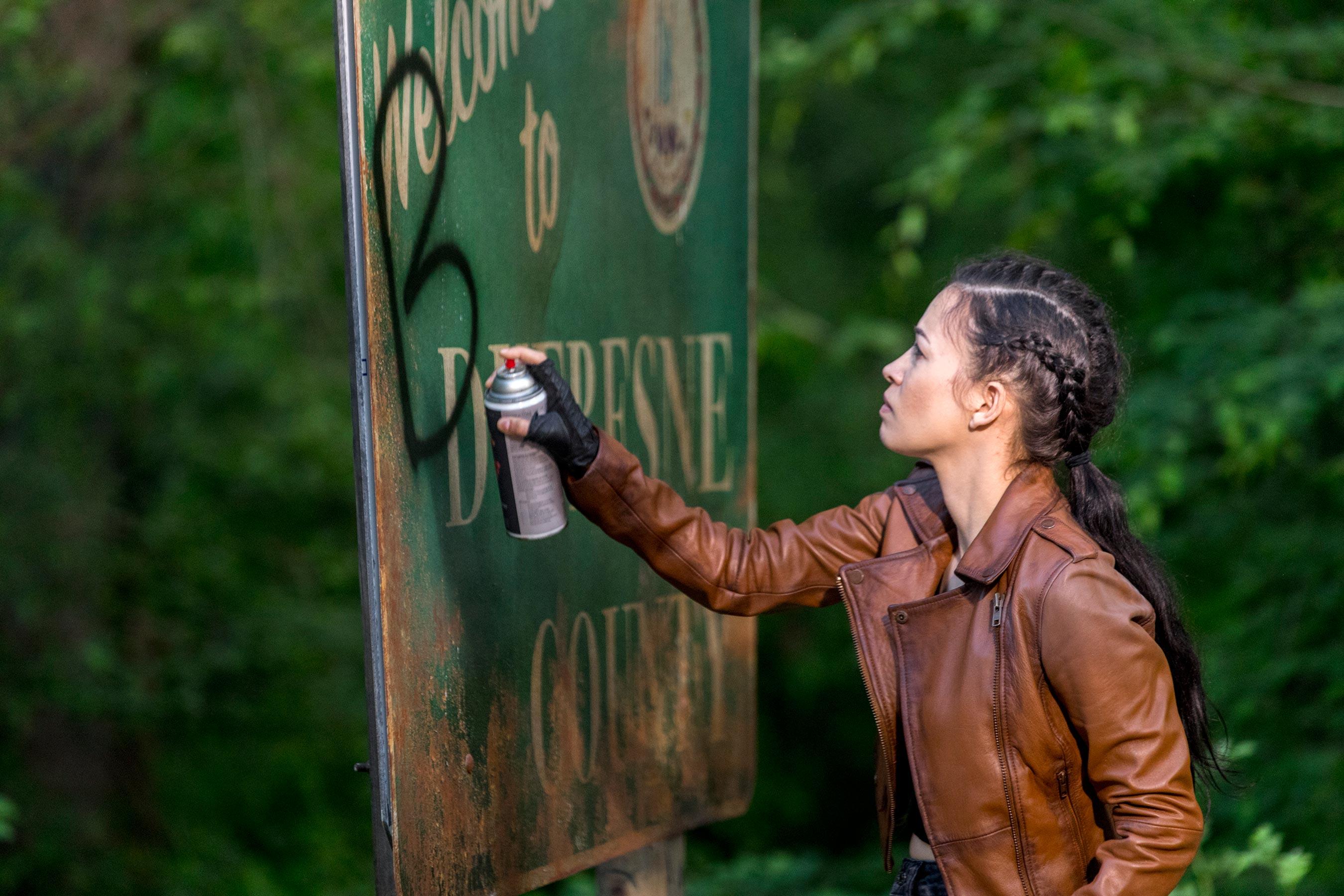 The Walking Dead: Christian Serratos in una scena