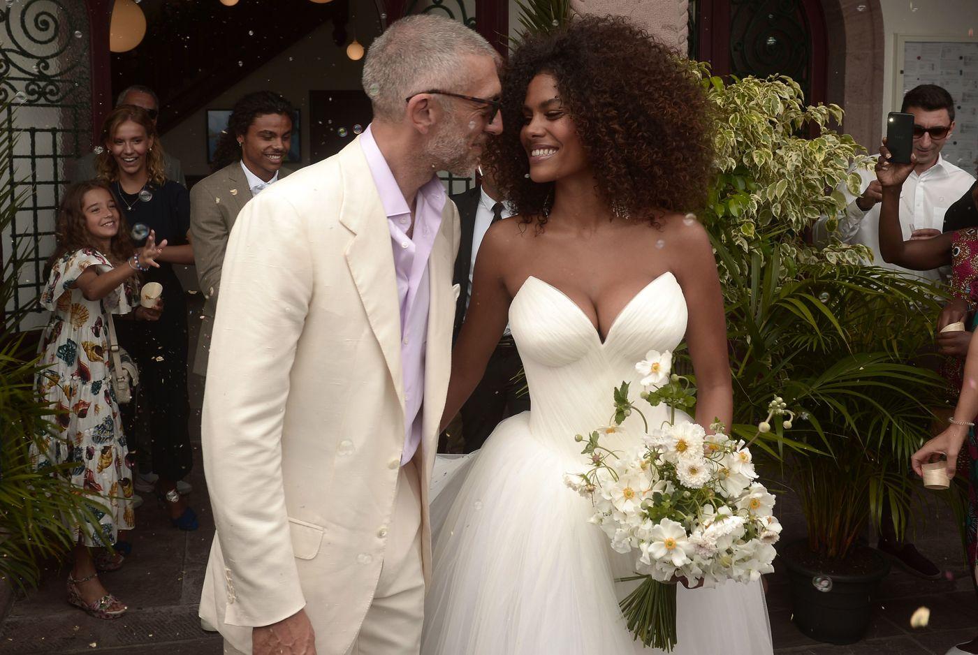 Vincent Cassel e Tina Kunakey nel giorno del matrimonio