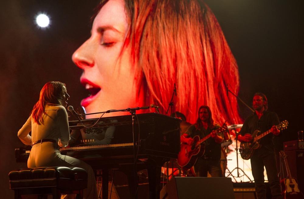 A Star is Born: Lady Gaga e Bradley Cooper in una scena del film