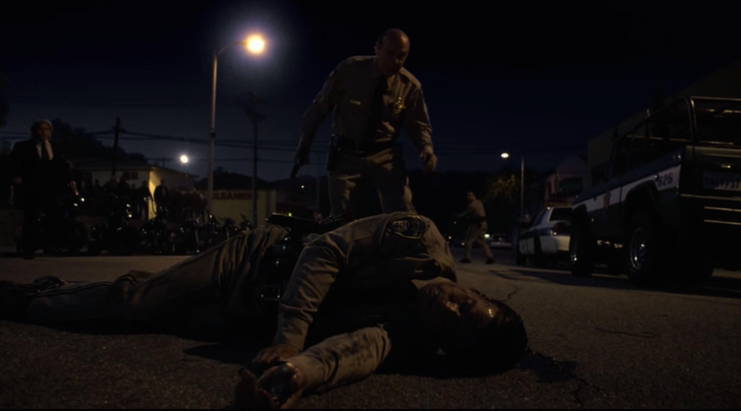Sons of Anarchy: un'immagine della morte dello sceriffo Hale