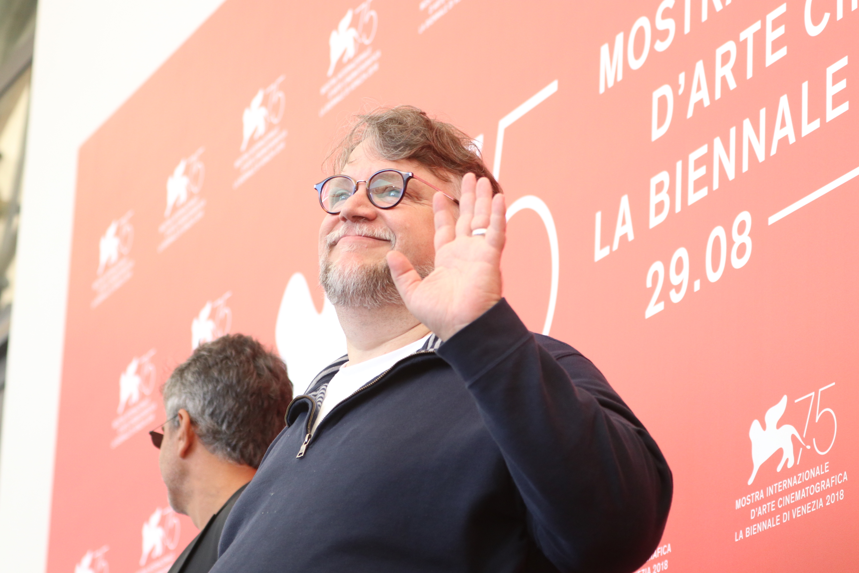 Venezia 2018: una foto di Guillermo del Toro al photocall delle giurie