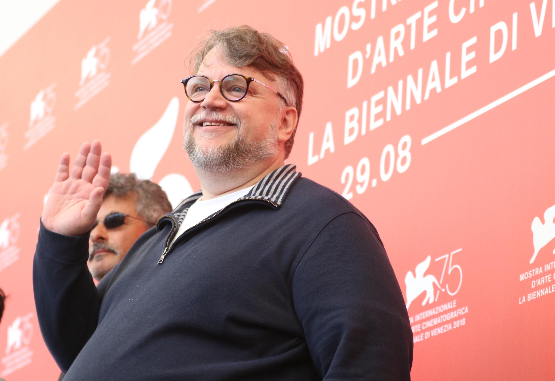 Venezia 2018: uno scatto di Guillermo del Toro al photocall delle giurie