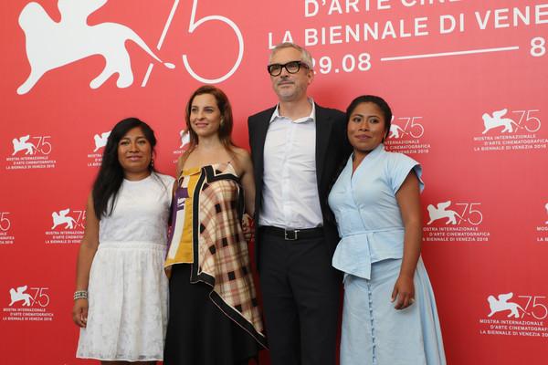 Venezia 2018: Yalitza Aparicio, Alfonso Cuaron e Marina de Tavira durante il photocall del film Roma