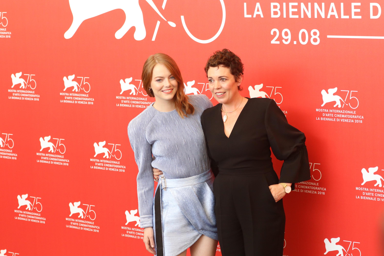 Venezia 2018: Emma Stone e Olivia Colman al photocall de La favorita