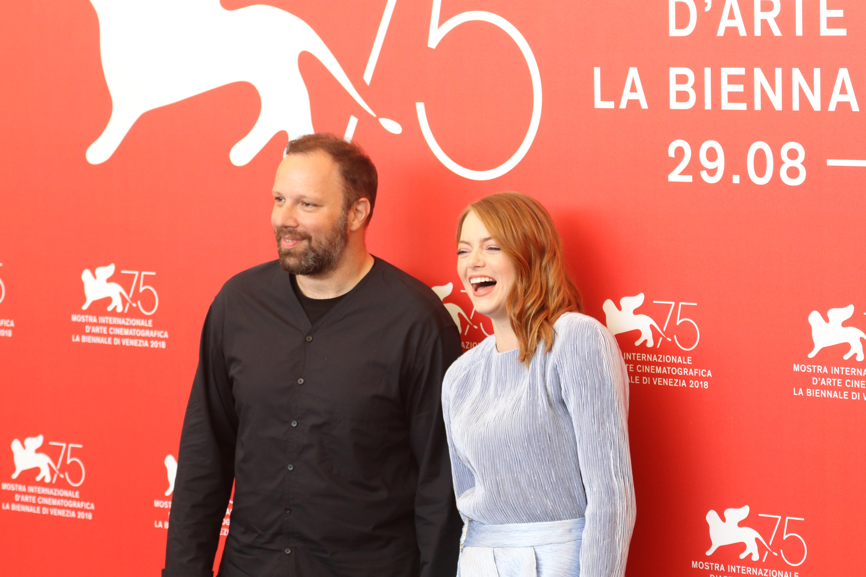 Venezia 2018: Emma Stone, Yorgos Lanthimos al photocall de La favorita