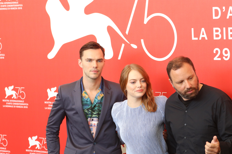 Venezia 2018: Emma Stone e Yorgos Lanthimos al photocall de La favorita