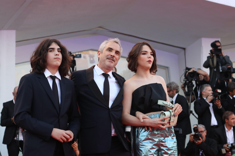 Venezia 2018: uno scatto di Alfonso Cuarón sul red carpet di Roma