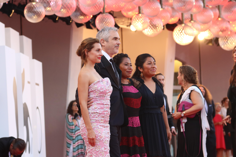Venezia 2018: Marina de Tavira e Alfonso Cuarón sul red carpet di Roma