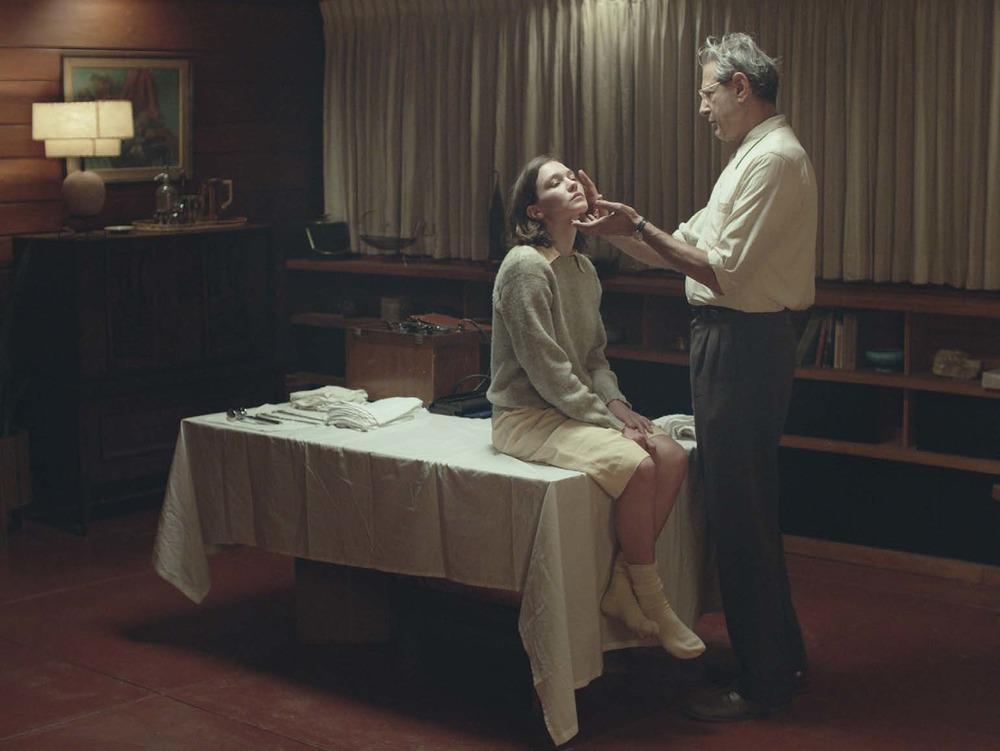 The Mountain: Jeff Goldblum e Hannah Gross in una scena del film