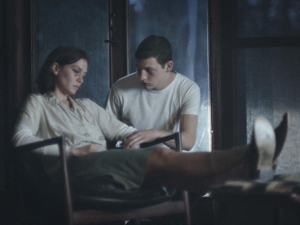 The Mountain: Tye Sheridan e Hannah Gross in una scena del film